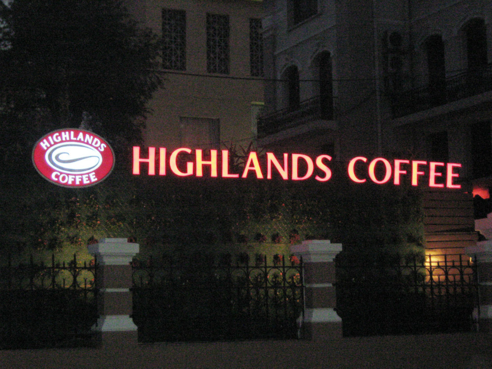 Chữ led Highland Coffee